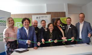 (L-R) Dominique La Fontaine (SECCCA), Josh Byrne (Curtin University/CRCLCL), Rod Fitzsimmons (SJD Homes), Jarrod Mills (Parklea), Hon. Lilly D'Ambrosio (Minister for Energy, Environment and Climate Change), Penny Austin (Stockland), Mayor Collin Ross (Cardinia Shire Council), Sam Gribble (Metricon)